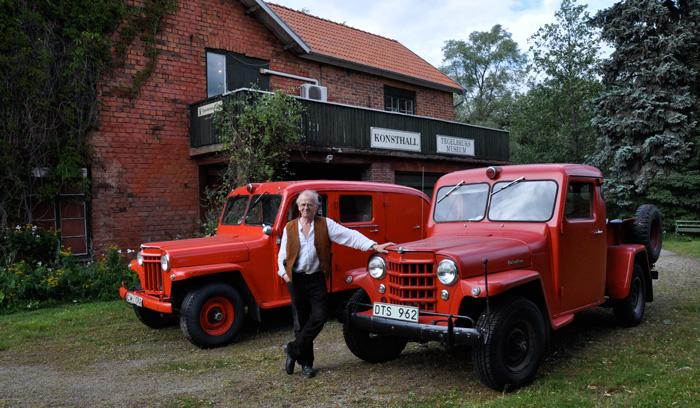 ÅC Danell med sina bilar